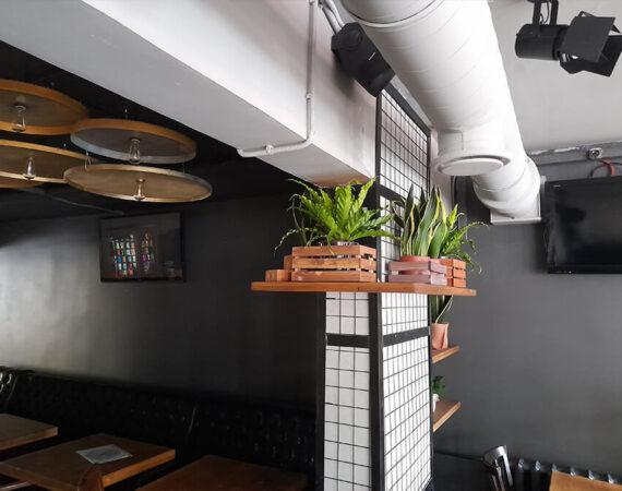 стены в кафе