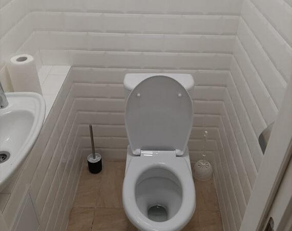 туалет белый